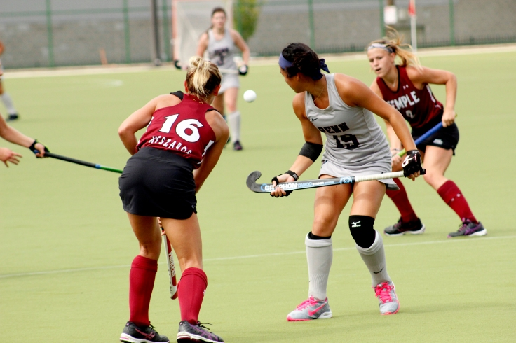 Ali Meszaros trying to get the ball to her teammate.JPG